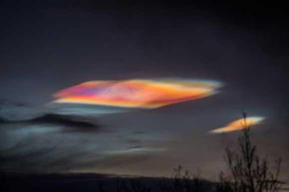 地球の真珠母雲