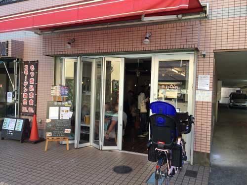 リーチ・マイケルが経営する「Cafe+64」