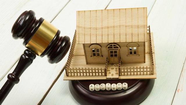 住宅模型と小槌